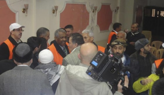 Image: Arab League observers talk to people during a visit to Zabadani