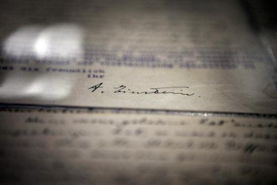 Image: Einstein signature
