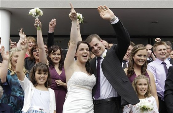 Image: Newlyweds Emma Howard and Chris Greenslade