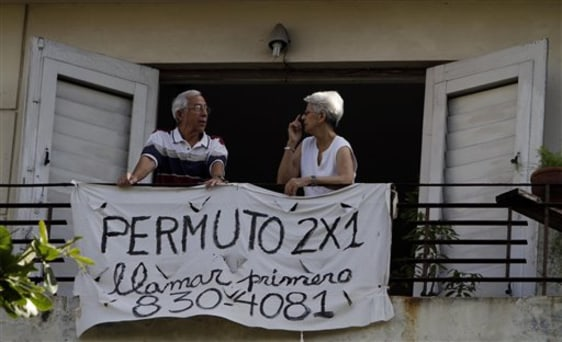 Image: Property exchange sign in Havana