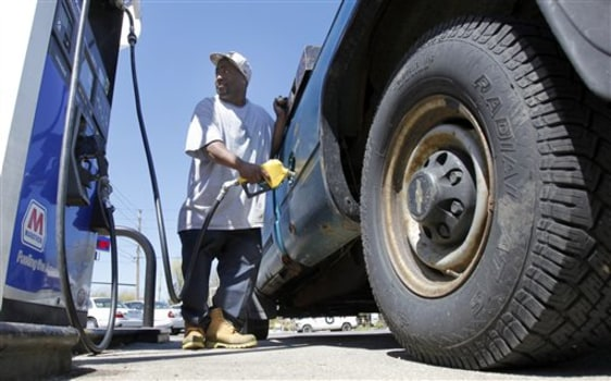 Image: Pumping gas in Ohio