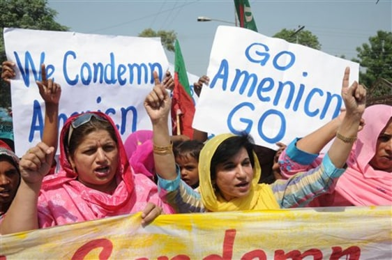 Image: Pakistanis rally against the U.S.