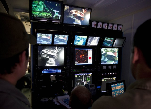 Image: BP pilots work in ROV control station
