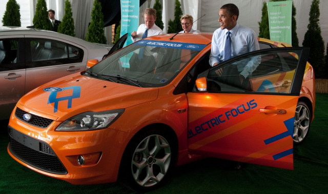 Image: Obama in all-electric vehicle