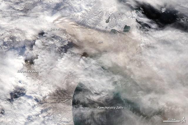 Image: Satellite view of ash