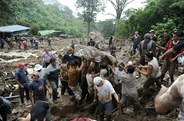 Image: Corpse removed from landslide area
