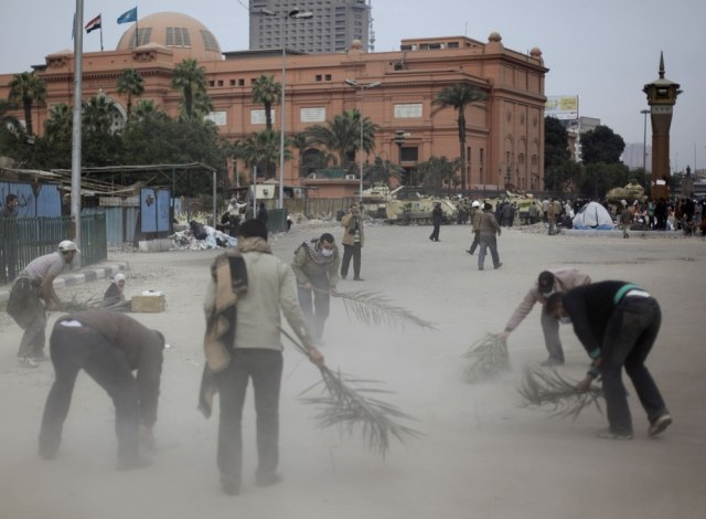 Image: Anti-government protesters clean Tahrir Square, Cairo