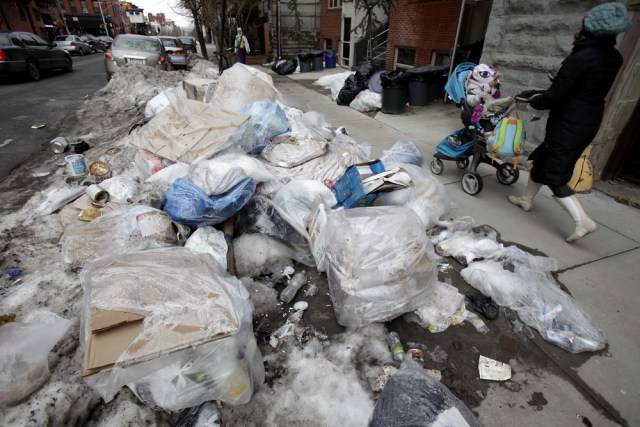 Image: Garbage, snow on New York street