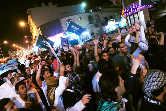 Image: Protesters in Qatif