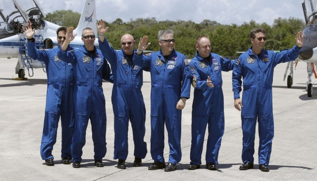 Image: Greg Chamitoff, Drew Feustel, Mark Kelly, Greg Johnson, Mike Fincke, Roberto Vittori