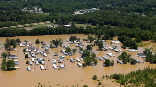 Image: Flooded mobile homes