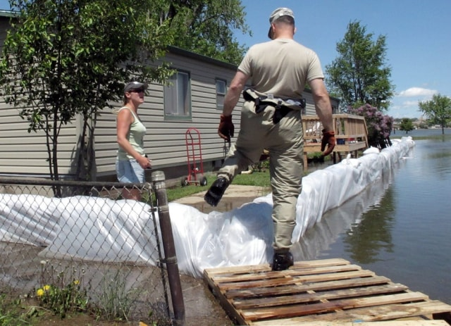 Image: Home being sandbagged