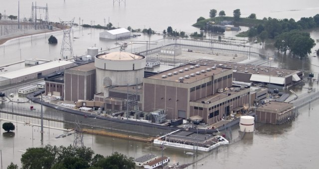 Image: Floodwaters around nuclear plant