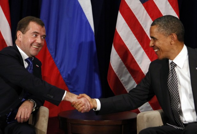 Image: U.S. President Obama shakes hands with Russian President Medvedev during APEC Summit in Hawaii