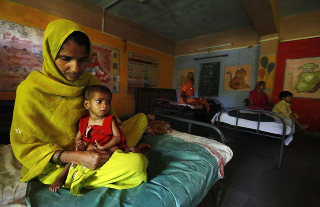 Image: Shakila sits with her daughter Sania at a ward for malnourished children in Morena, India
