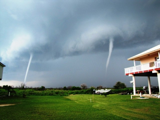 Image: Twin waterspouts