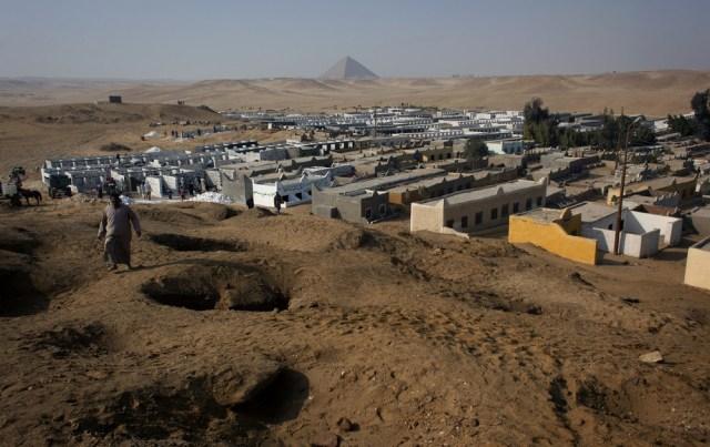 Image: Dahshour cemetery