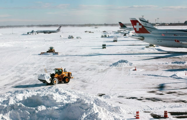 Image: Snow removal at JFK