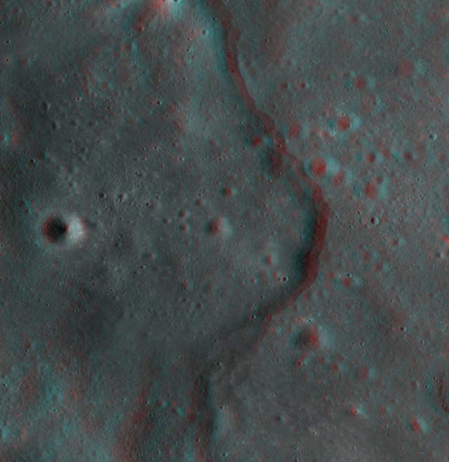 Image:This new 3-D image of the moon shows the Korolev lobate scarp, a type of cliff mostly found in the moon's highlands.