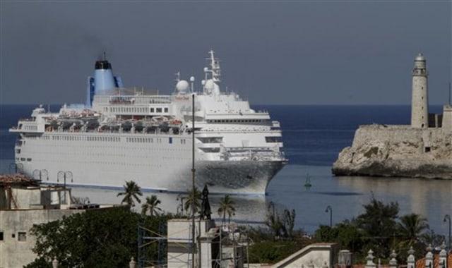 Massive Cruise Ship Docks In Cuba Amid Fanfare Travel Cruise - Thomson dream cruise ship latest news