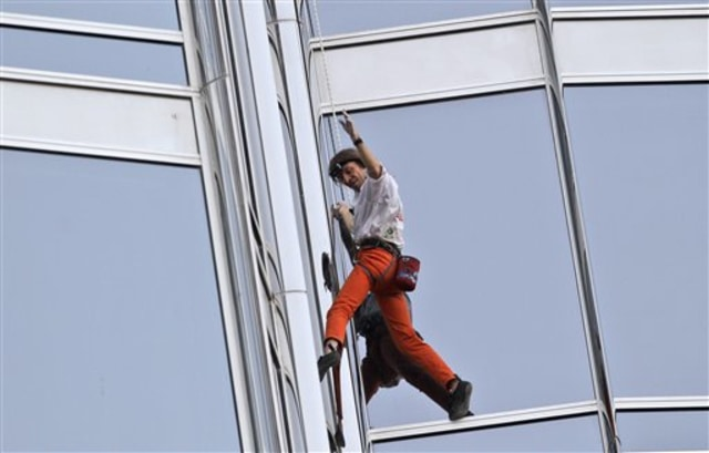 Image: Alain Robert climbing up tower