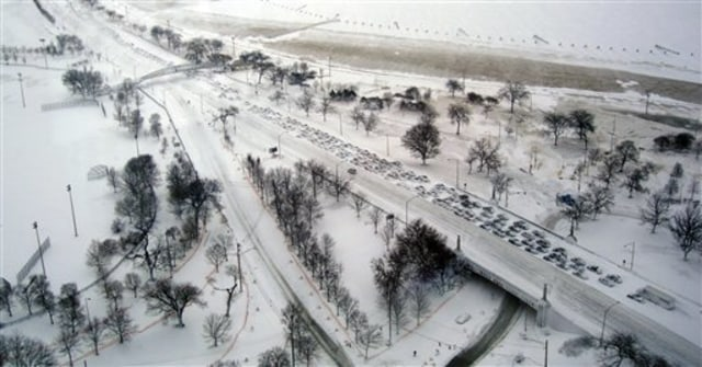 Image: Aerial of abandoned cars in Chicago