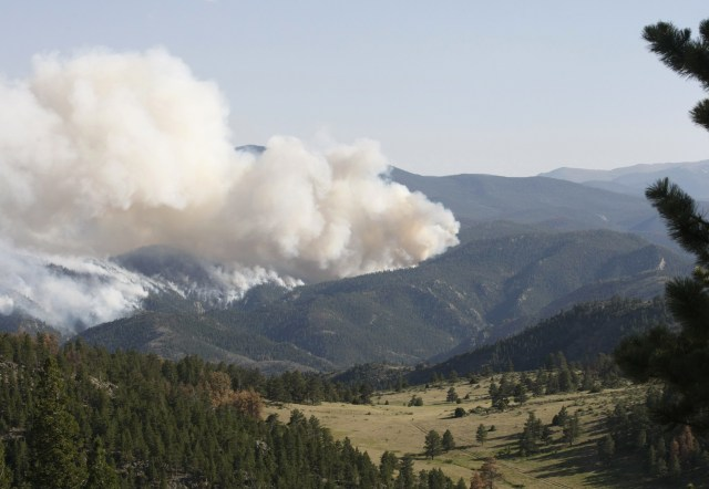 Image: Smoke from Colorado wildfire