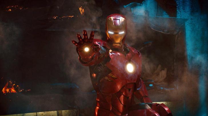 Железный человек - суперсовременное оружие изобретателя и миллиардера Тони...