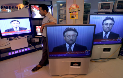 A Pakistan viewer watches Musharraf of TV