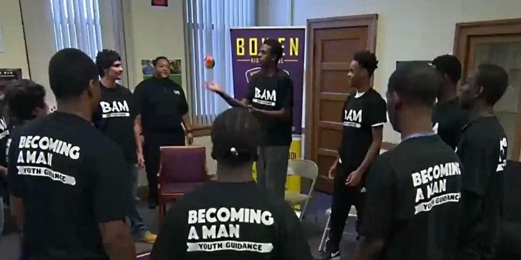 Inspiring America Chicago Program Helps Steer Young Men Away From