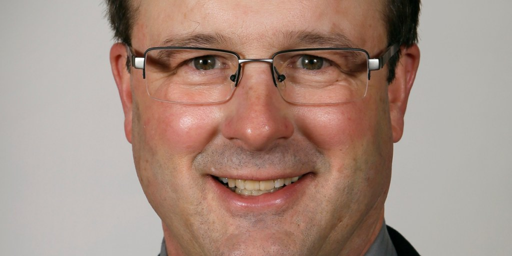 Iowa Senate leader resigns after video shows him kissing lobbyist