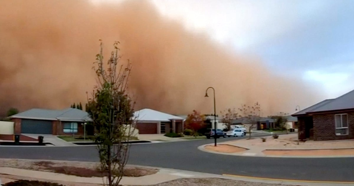 Time-lapse video of dust storm sweeping through Mildura ...