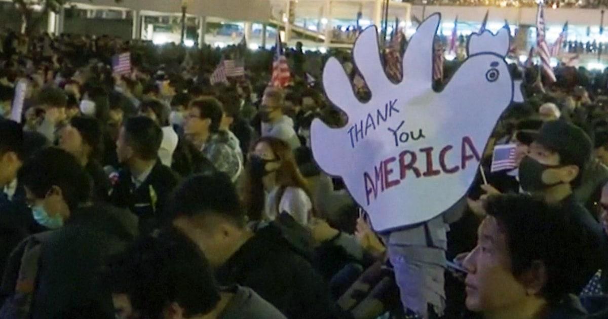 Hong Kong Demonstranten Feiern das US-Gesetz passage