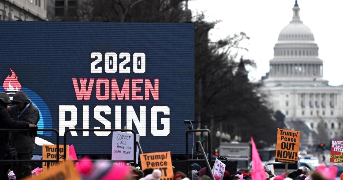 Demonstranten versammeln sich zum vierten Jahresbericht der Frauen-Marsch durch das Land