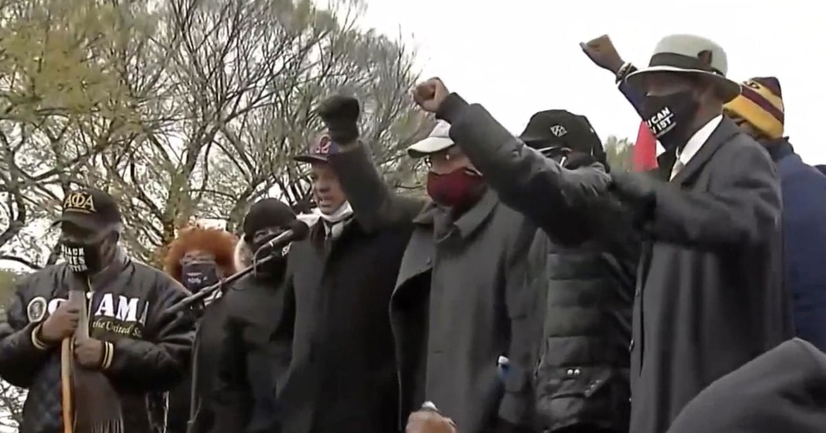 Black families affected by police violence gather to mobilize voters in Chicago