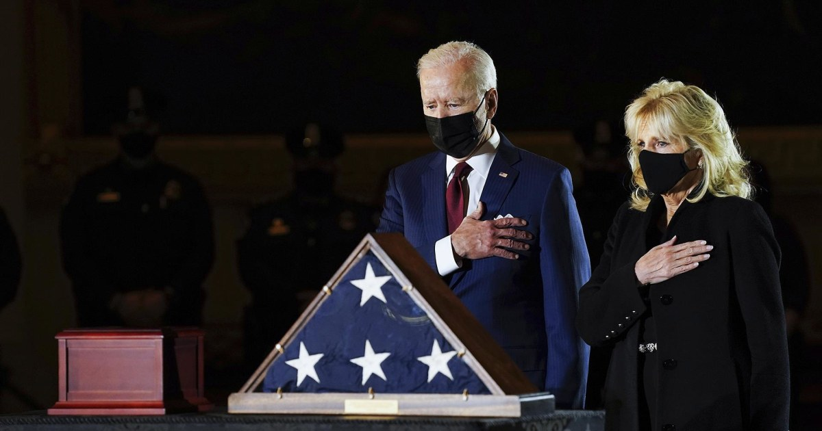 <p>President Biden, first lady pay Heed to Capitol Police Officer Brian Sicknick thumbnail