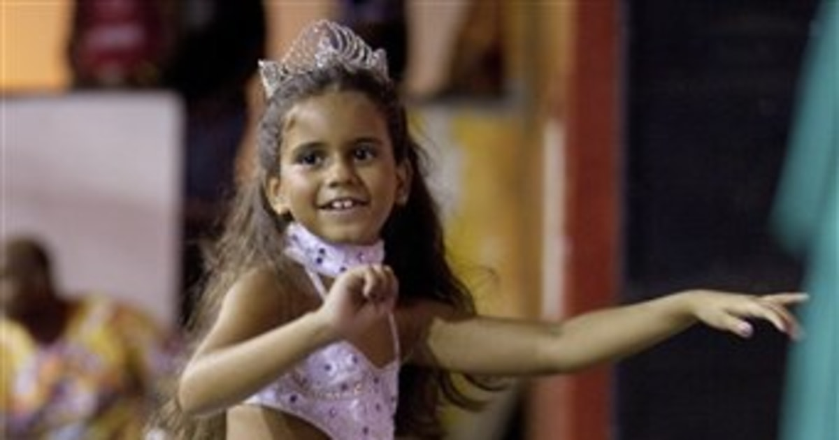 Pint-sized samba queen leads Carnival parade