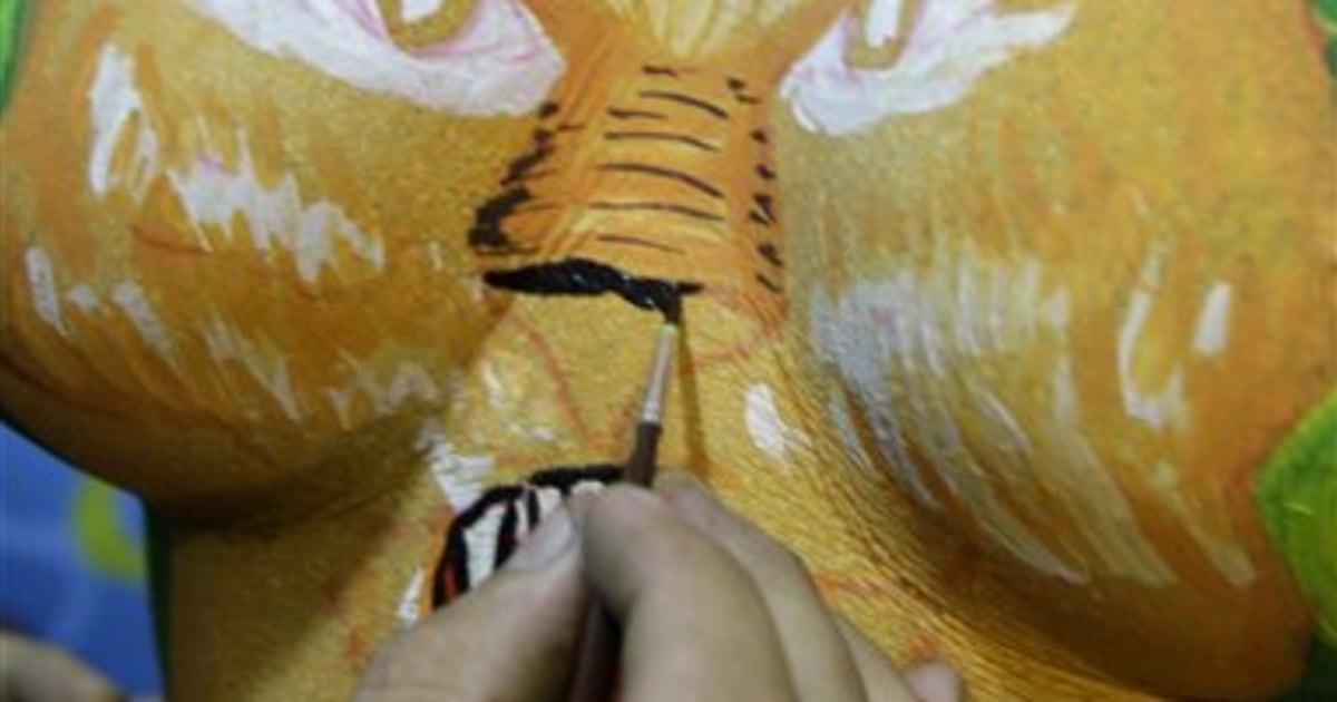 Best job in Brazil? Painting nude Carnival models