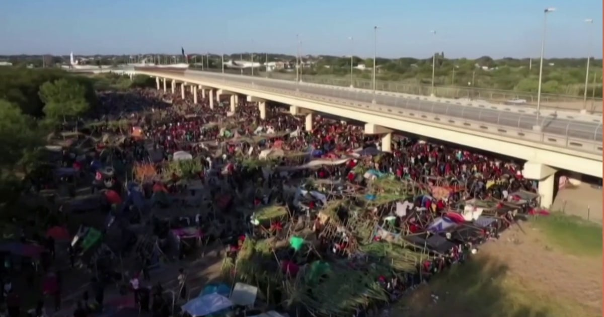 In addressing humanitarian crisis at the border, a push for long-term immigration solutions