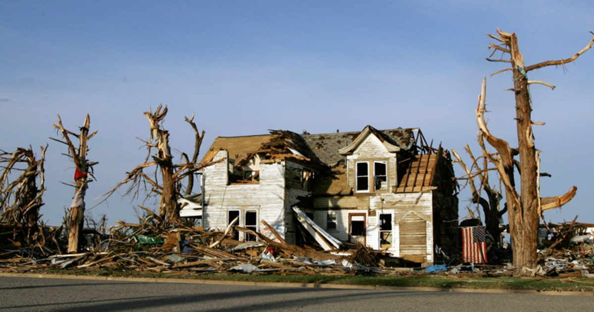 Death toll from Kansas tornado rises to 10