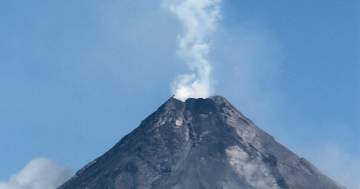 What Could Scientists Learn About >> Mount Mayon Volcano Could Erupt Within Weeks: Philippines - NBC News