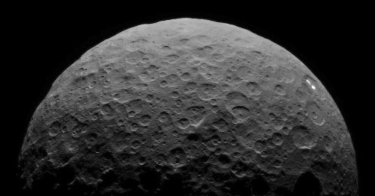 Dwarf Planet Ceres White Spots Return In Dawn S New Video
