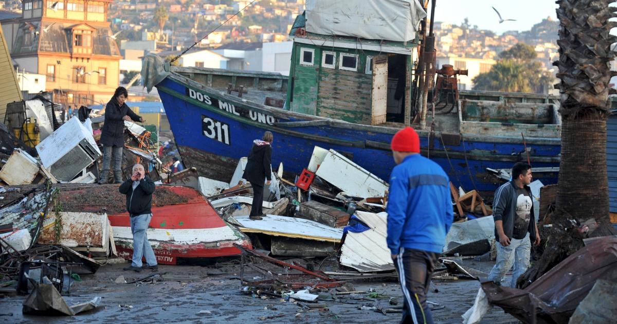 chile earthquake 11 dead buildings destroyed tsunami