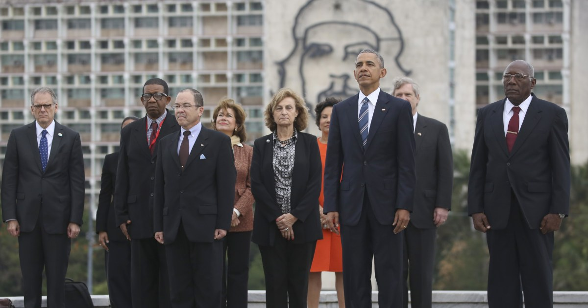 Image result for obama speaks under statue of che
