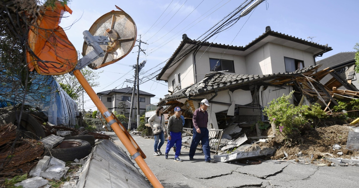 Japan earthquake daylight shows extent of damage after 9 for Best place to be in an earthquake