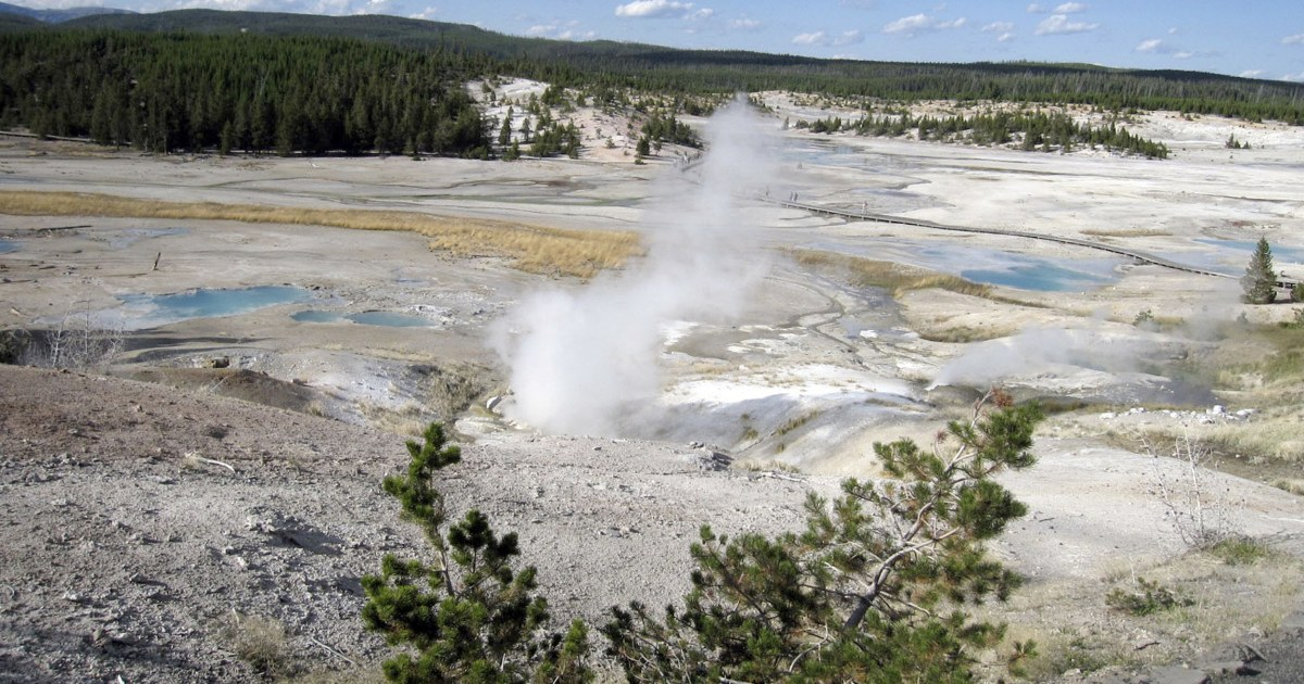 Man Confirmed Dead After Fall in Yellowstone Hot Spring