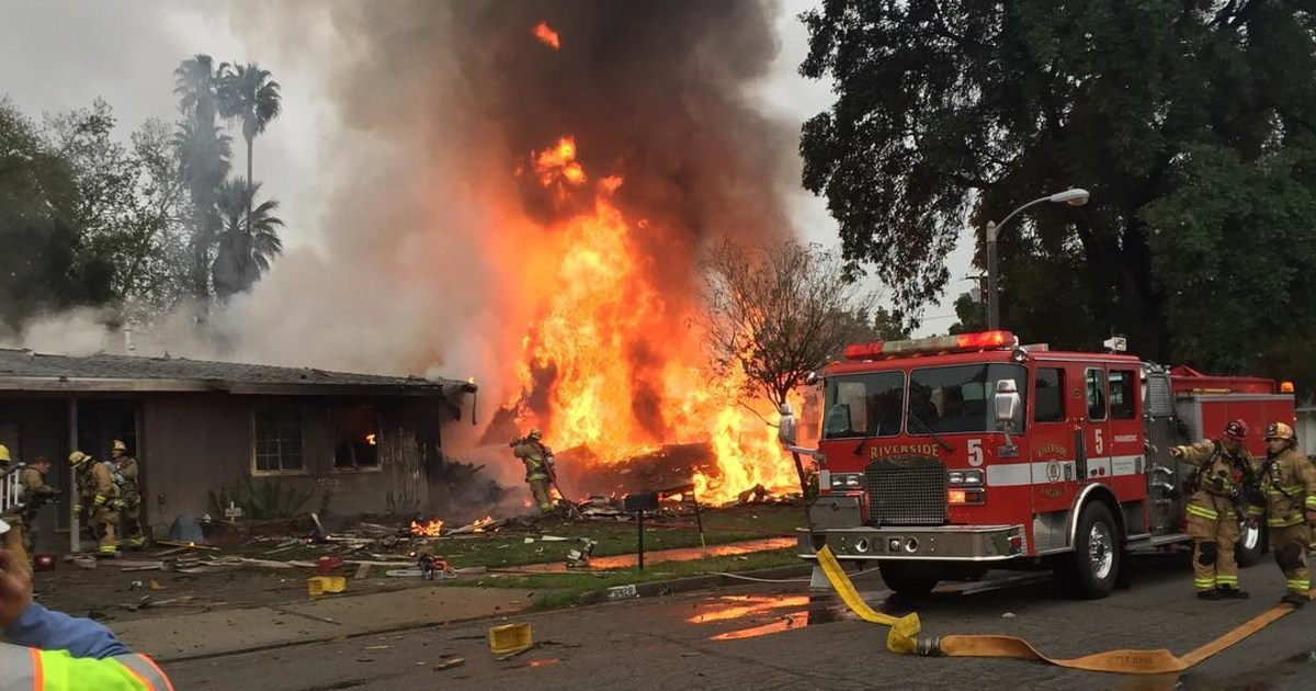 three killed two injured when small plane crashes into california home. Black Bedroom Furniture Sets. Home Design Ideas
