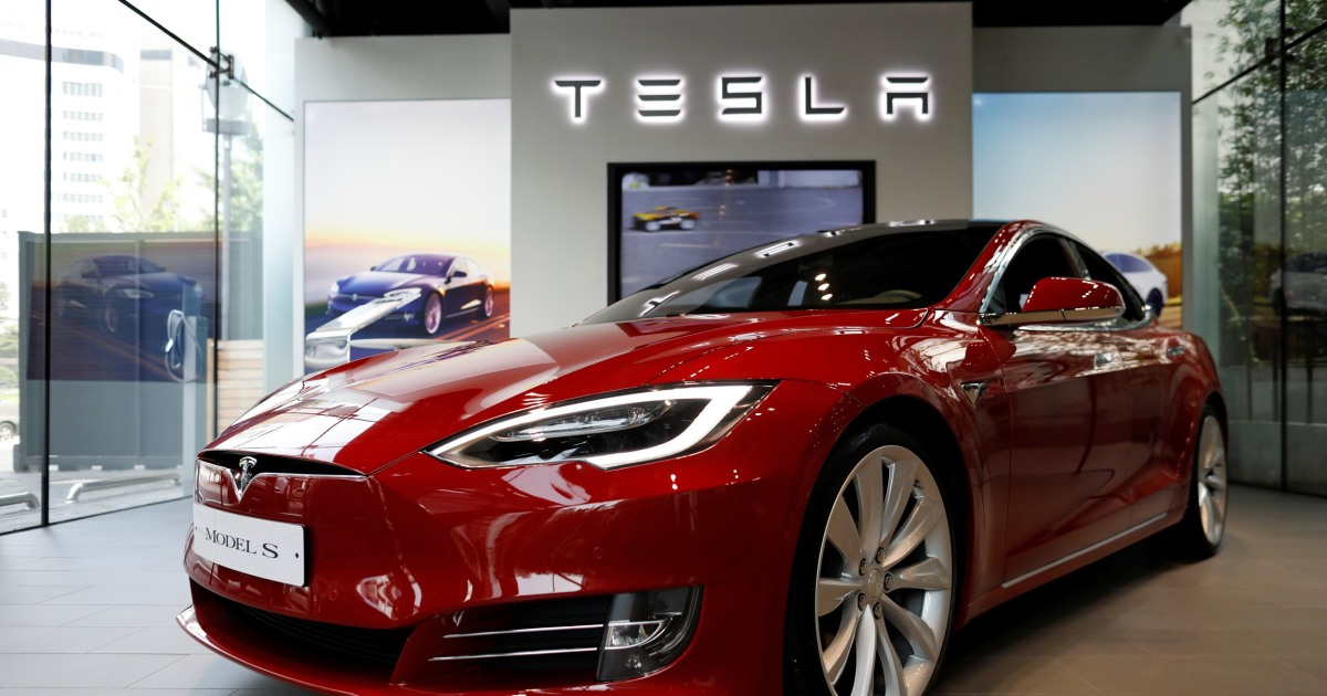 tesla wirelessly upgraded owners 39 batteries to help flee irma nbc news. Black Bedroom Furniture Sets. Home Design Ideas