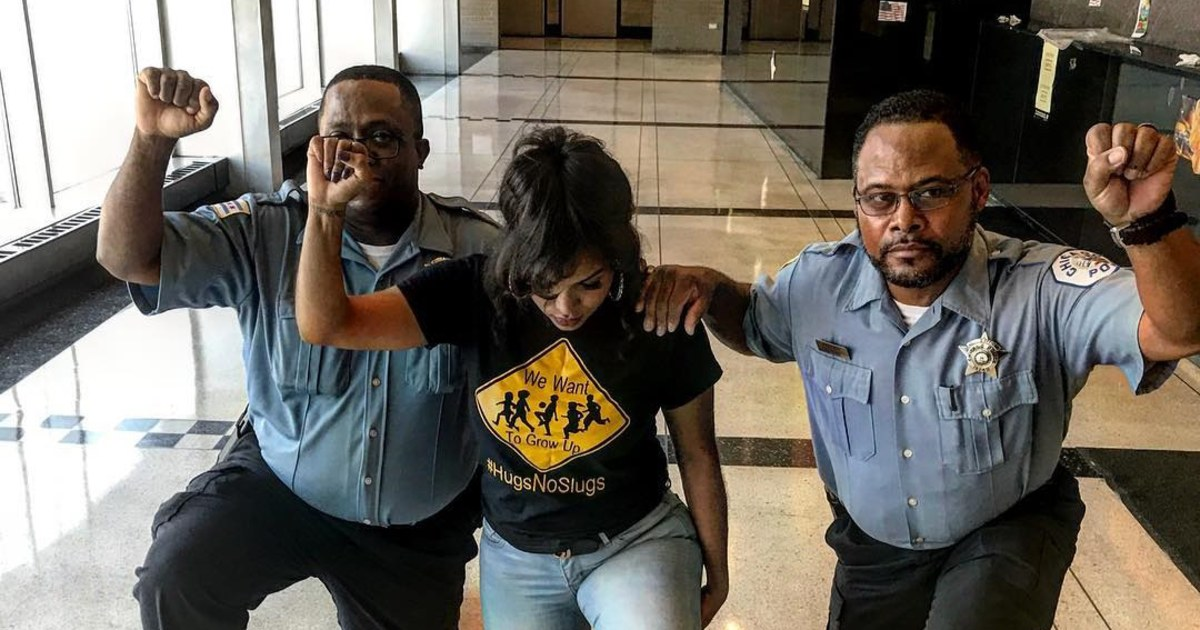 Black Chicago Cops Will Be Reprimanded for Taking the Knee