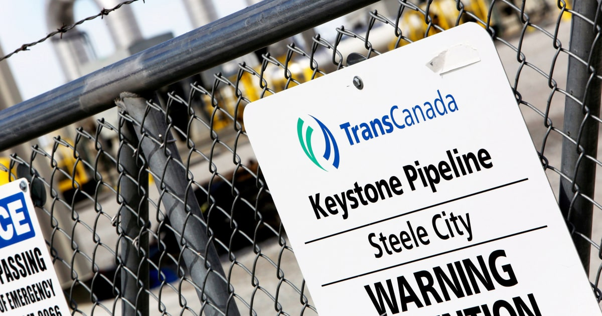 Controversial Keystone Pipeline spills oil